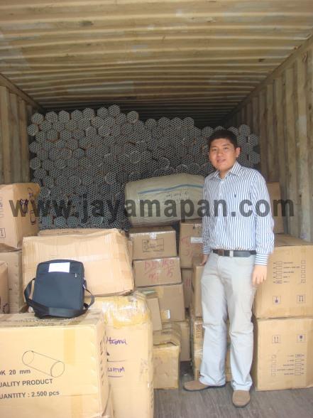 Saya (Yan) didalam kontainer 20feet u/ projek hotel